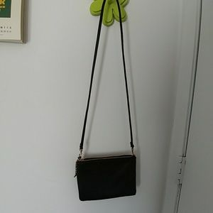 Small shoulder bag, perfect for date nights :)